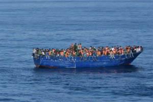 Une embarcation de migrants en méditerranée